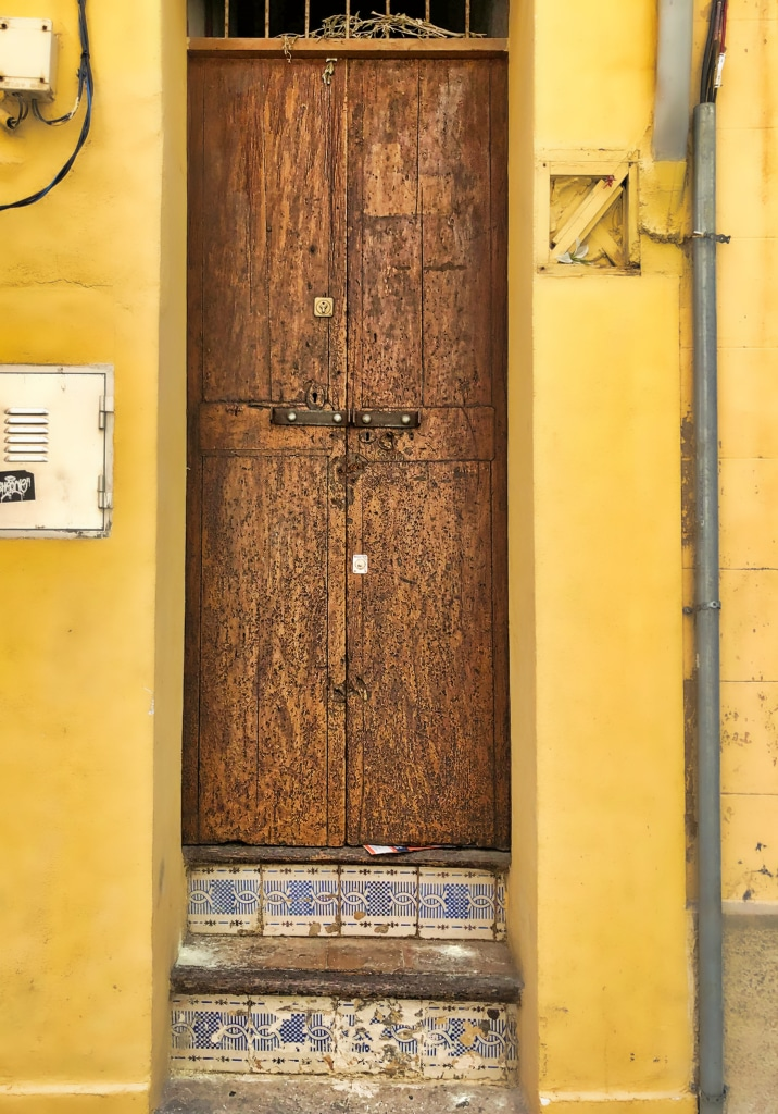 PALMA: Old Door with Tiled Steps ©HelenBushe